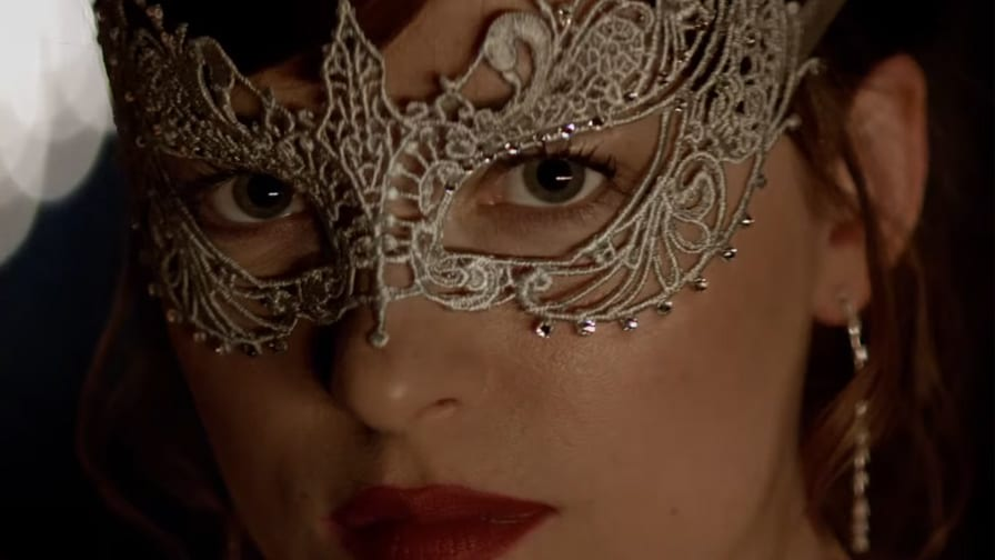 Tensão e sensualidade envolvem o segundo trailer de 'Cinquenta Tons Mais Escuros'