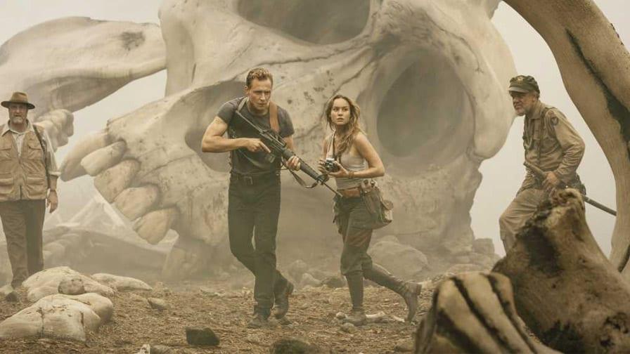Tom Hiddleston e Brie Larson enfrentam o lendário monstro em novo trailer de Kong: A ilha da Caveira